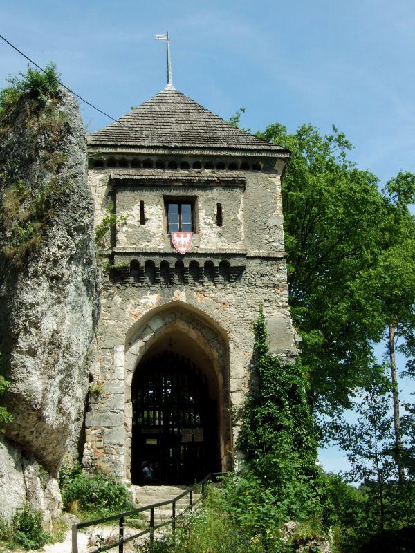 zamek ojców wieża bramna